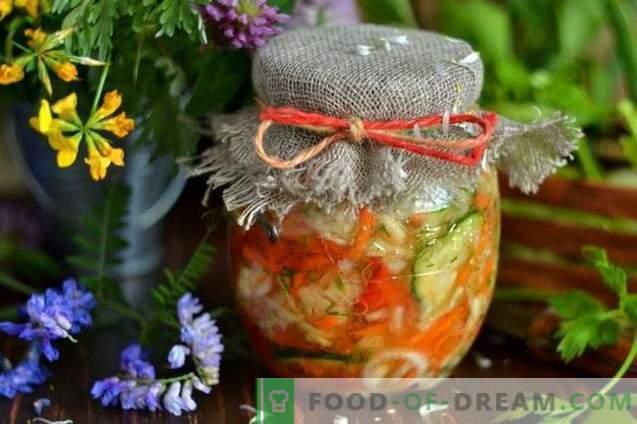 Insalata di cavolo per l'inverno con cetrioli e pomodori