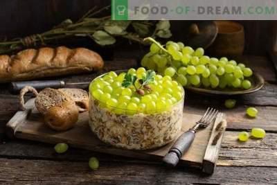 Salată nutritivă cu pui picant și struguri