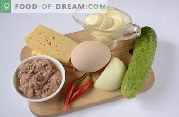 Insalata di tonno: un utile snack ad alto contenuto proteico. Ricetta passo-passo ricetta fotografica dell'autore per un'insalata piccante con tonno, uova, formaggio