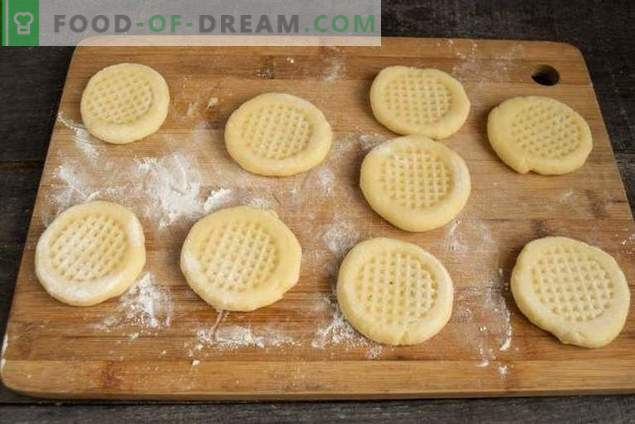 Semplici biscotti fatti in casa in una padella