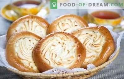Cheesecakes con fiocchi di latte: ricette passo-passo per la cottura domestica. Cucinare il lievito e le cheesecake a sandwich con la ricotta nelle ricette passo-passo