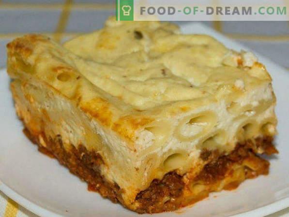 Pasta Casseruola con carne macinata al forno, con formaggio, verdure, passo dopo passo