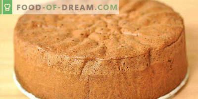 Biscuit sur kéfir au four pour gâteau, avec cacao, miel, pommes, confiture