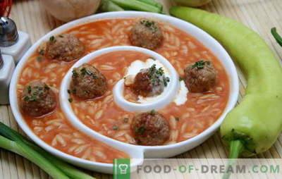 Супа со ќофтиња и ориз е вистинско наоѓање за вкусен ручек. Рецепти за супи со ќофтиња и ориз