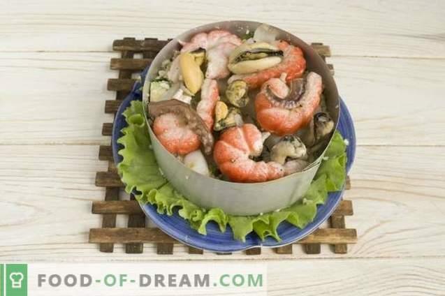 Insalata di mare con avocado, cetrioli e uova