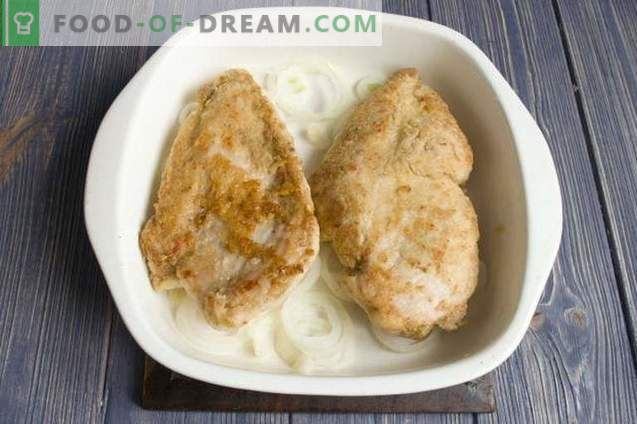 Delicious chicken fillet with cheese in the oven