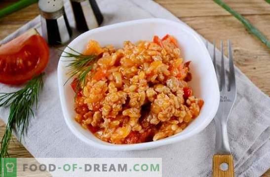 Riso con carne macinata e verdure in un pomodoro: fantasia sul risotto dei prodotti disponibili. Foto-ricetta per cucinare riso con carne macinata e verdure nel pomodoro: passo dopo passo