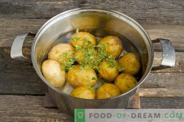 New potatoes, roasted in a pan