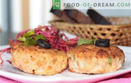 Le cotolette di carne tritata di sockeye sono una prelibatezza fatta in casa. Costolette succose e teneri di calzino macinato con formaggio, patate, verdura