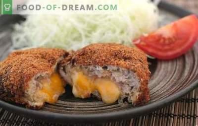 Le cotolette di carne e formaggio macinate sono un'aggiunta delicata ad un contorno di crema. Cotolette di carne tritata con formaggio all'interno