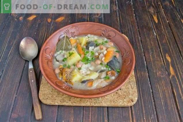 Zuppa di funghi con fagioli e patate