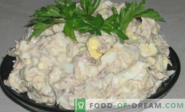 Deliziose ricette per insalate di pesce in scatola, con formaggio fuso, delicato, girasole, mimosa