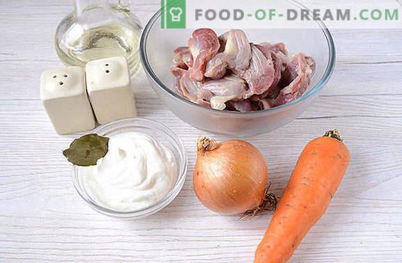 In Sauerrahm gedämpfte Hühnerkammern - dem Geschmack von Rinderstroganoff nicht minderwertig! Ein einfaches Fotorezept zur Herstellung geschmorter Ventrikel in Sauerrahmsauce