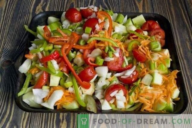 Stufato di verdure cotte su una teglia