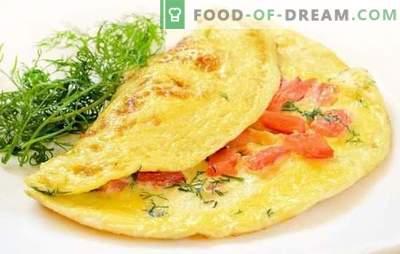 Omelette al pomodoro: colazione tradizionale. Omelette nutrienti e dietetiche con pomodori, formaggio, funghi, prosciutto, pita