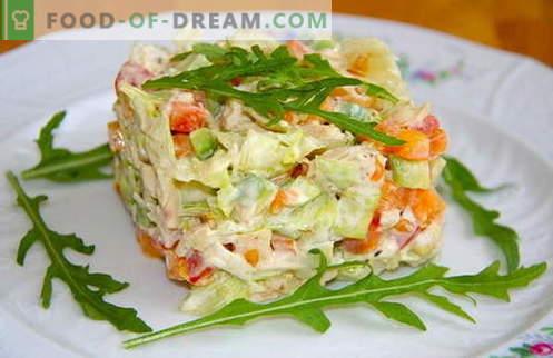 Le insalate di pollo bollite sono le migliori ricette. Come cucinare un'insalata cucinata e saporita con pollo bollito.