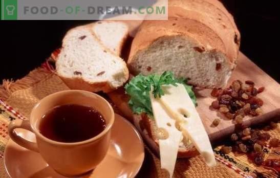 Ricette per pane bianco e di segale con uvetta per il forno e per il pane. Pasticcini nazionali tradizionali - pane con uvetta
