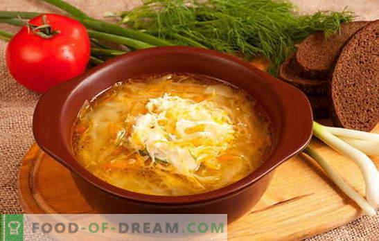 Cechy rosyjskiej zupy z kiszonej kapusty: przepisy kulinarne. Ile gospodyń - tyle opcji kapusta kiszona