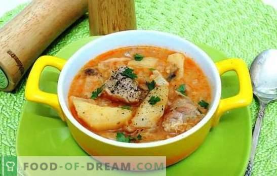 Patate al forno con carne di maiale in un fornello lento - sì! Stufati, casseruole e patate ripiene con carne di maiale in una pentola a cottura lenta