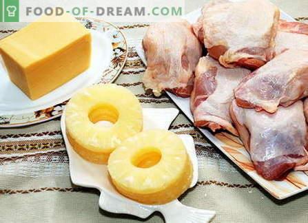 pollo con formaggio: insalate e pollo al forno con formaggio in forno.