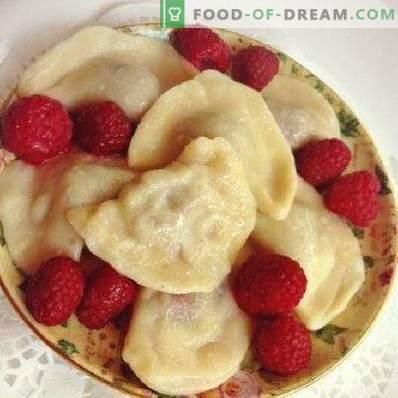 Dumplings with raspberries