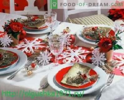 Deliciosas ensaladas y bocadillos para la mesa navideña de Año Nuevo